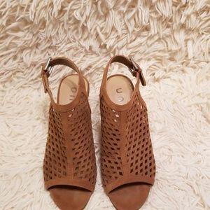 UNISA Unparlo Taupe Sandals 6½M
